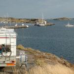 Wohnmobil auf der Insel Björkö Westküste