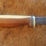 rustikales Finnenmesser mit Griff aus Goldregen